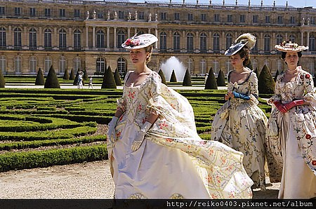 Marie-Antoinette-kirsten-dunst-96162_1000_663.jpg